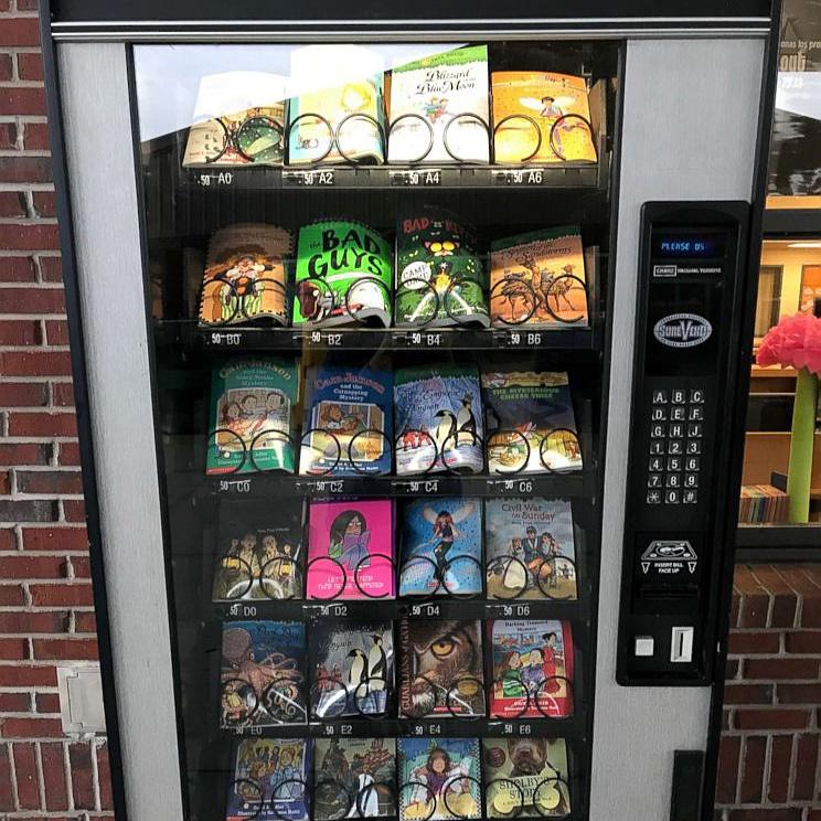 Piros pontok helyett könyveket kaphatnak egy automatából a jól teljesítő diákok